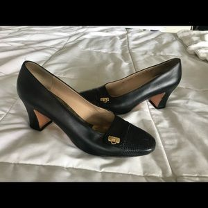 Ferragamo black pumps gold detail 9